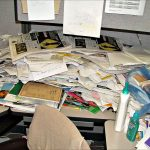 When is a messy workplace bad for our cognitive performance?